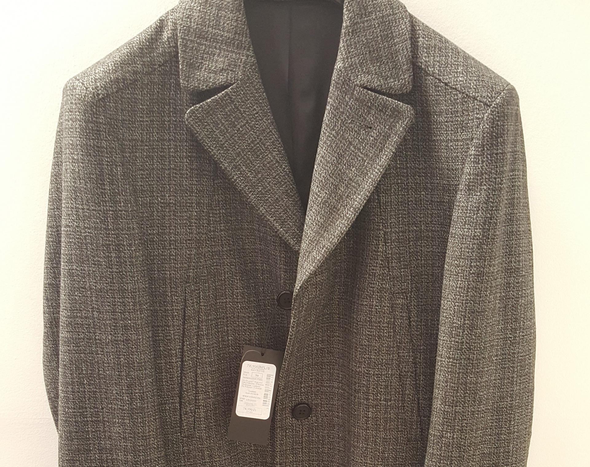254ab1ac26 Ez a kabát is a Roland Divatház egyik terméke, amit nem kevesebb mint  72.999Ft-ért szerezhettek be eredeti áron. A kabát ugyan nem idei  kollekciós, ...